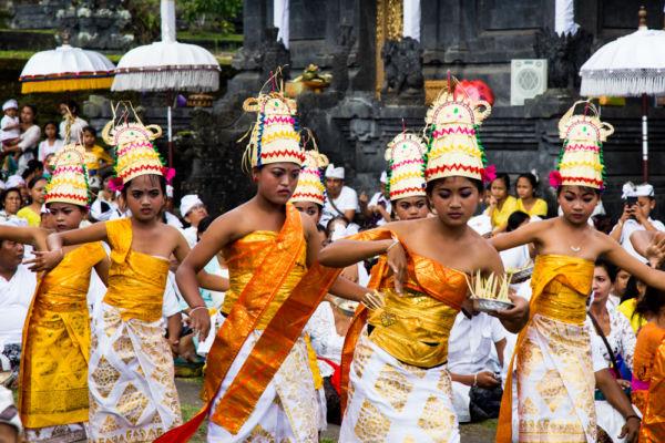 Balinesi nei giorni di festa ©Mapi Rizzo